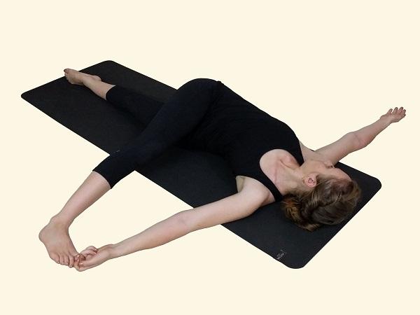 Parivrtta-Supta-Padangustasana-Revolved-Reclining-Hand-To-Big-Toe-Posture