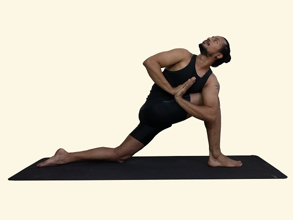 parivrtta-parsvakonasana-twisted side angle pose variation