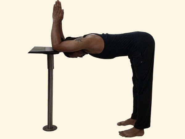 triceps-upper-back-scapula-stretch-yoga-posture-1