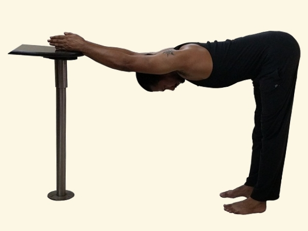 upper-back-triceps-deltoids-shoulder-chest-opener-yoga-stretch-posture-1